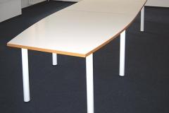 Konferenztisch - beschichtete Spanplatte mit Buchenholzumleimer