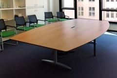 Konferenztisch - Eichenholz, furniert