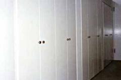 Begehbarer Kleiderschrank - weiß lackiert