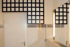 Badezimmerschränke - weiß, mit aufgesetzten Holzrahmen