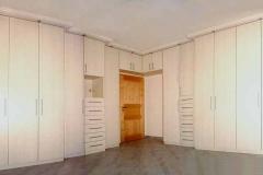 Schlafzimmerschrank in Esche - pastell, beschichtete Spanplatte