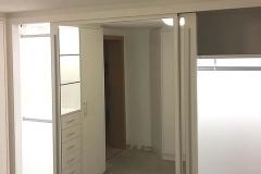 Ankleidezimmer (Schränke mit beleuchtetem Innenraum)