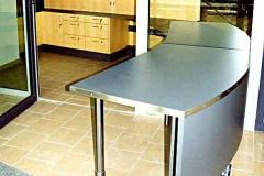Empfangstresen - Esche, Edelstahl, teilweise grau lackiert