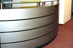 Empfangstresen Bürogemeinschaft Mitte - Silbermetallic lackiert, Glas