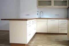 Einbauküche - Fronten kunststoffbeschichtet, Arbeitsplatte Kirschbaum massiv