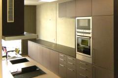 Einbauküche - Front Linoleum, Arbeitsplatte Räuchereiche