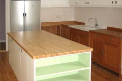 Einbauküche - weiß lackiert, Buchenholz geölt