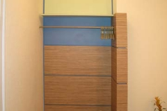 Garderobe (Arztpraxis) - Zebrano-Holz mit farbigem Schichtstoff