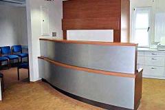 Empfangstresen Arztpraxis - Birnbaum, lackiert, Aluminium