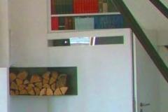 Regale mit Schubladen und Brennholz-Staukästen aus Metall