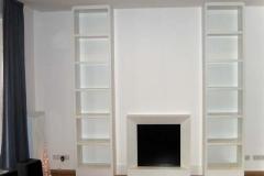Bücherregale mit Kamin-Attrappe - weiß lackiert