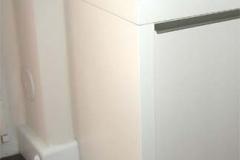 Wandregal mit Heizkörperverkleidung und Schubladen - weiß lackiert