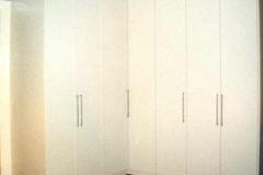 Schlafzimmerschrank - außen weißlack, innen Buche