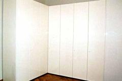 Schlafzimmerschrank - weiß lackiert