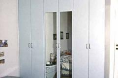 Schlafzimmerschrank - grau lackiert