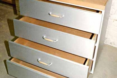 Schubladenschrank mit Tablett auf Rollen - Aluminium, Buche lackiert