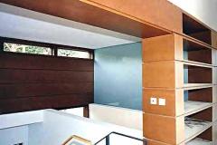 Dachgeschossausbau mit Wandpaneelen, Fensterrahmen und Brückenmöbeln - MDF natur